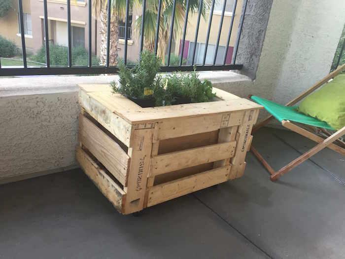jardiniere-de-balcon-en-bois-palette