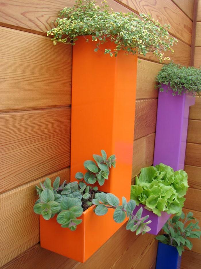 jardiniere-plastique-balcon-terrasse-couleur-fluo-design-moderne