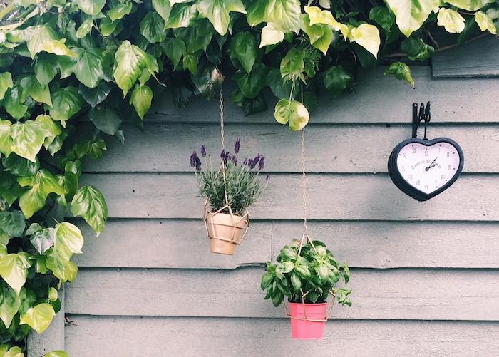jardiniere-suspendue-balcon-idees-deco-terrasse-diy
