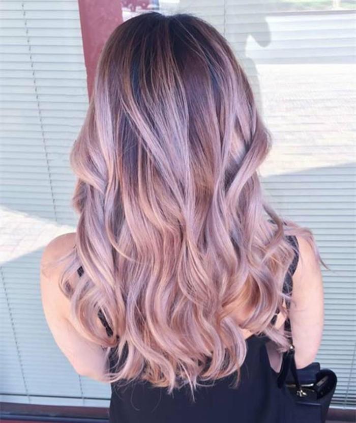 joli-coiffure-avec-balayage-couleur-caramel-violet