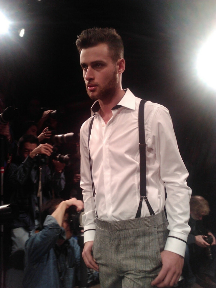 joli-pantalon-à-bretelles-homme-comment-porter-mode