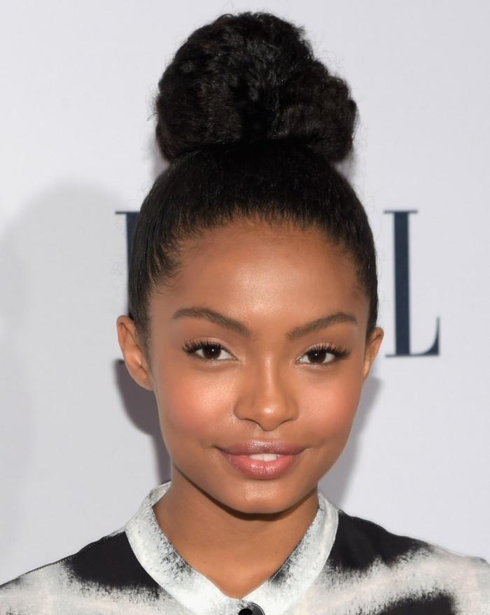 jolie-coiffure-ado-fille-modele-de-coiffure-afro-chignon