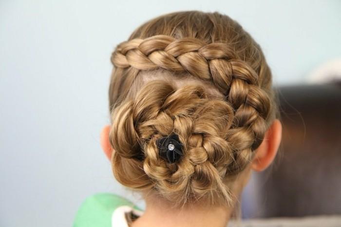 jolie-coiffure-avec-tresse-sophistiquee-suggestion-tres-elegante