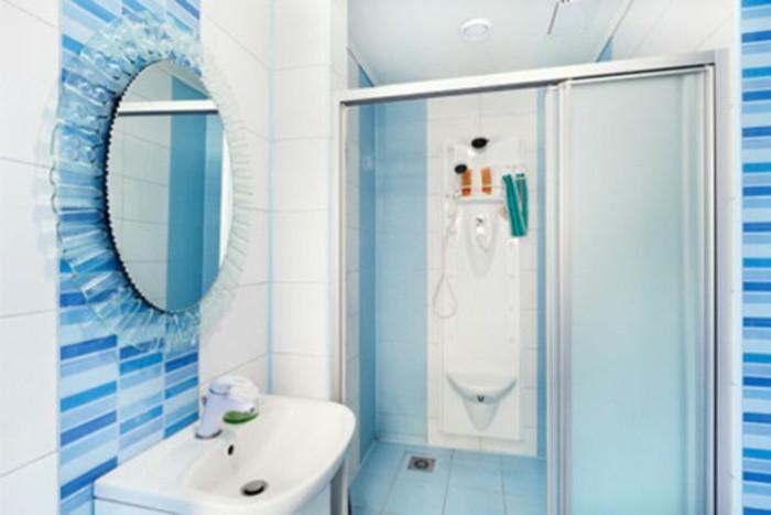 jolie-salle-d-eau-3m2-couleur-blanc-et-bleu-miroir-rond-mural-plan-salle-de-bain-5m2