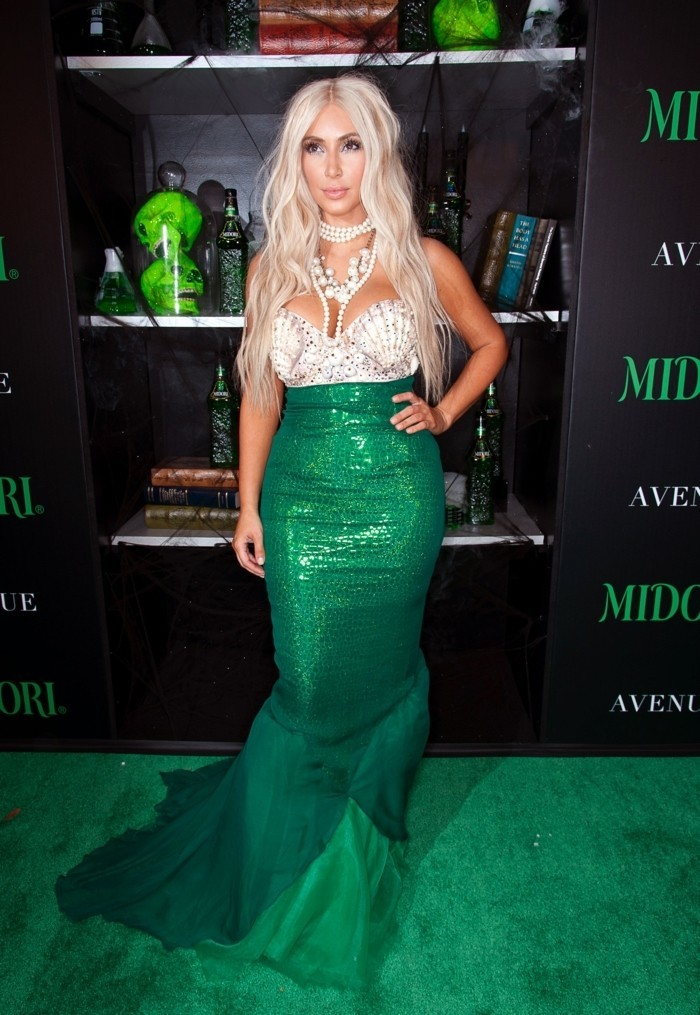 disguise-halloween-facle-kim-kardashian-disguised-as-mermaid