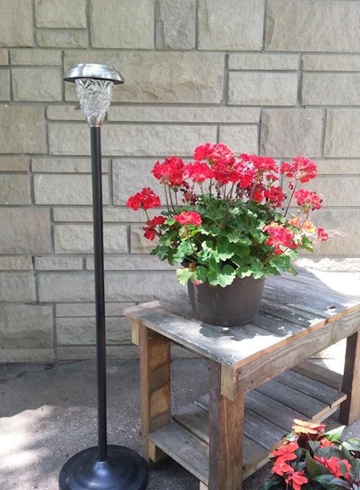 lampadaire-design-simple-jardin-lumiere