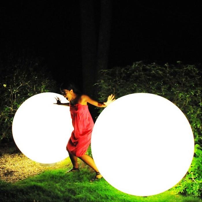 lampadaire-exterieur-design-boule-lumiere