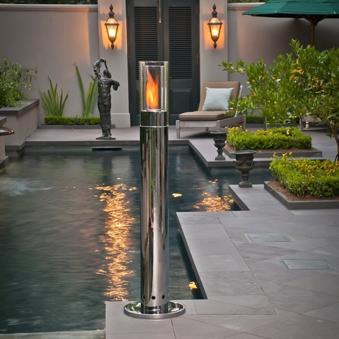 lampadaire-exterieur-design-chrome-alu-fausse-flamme