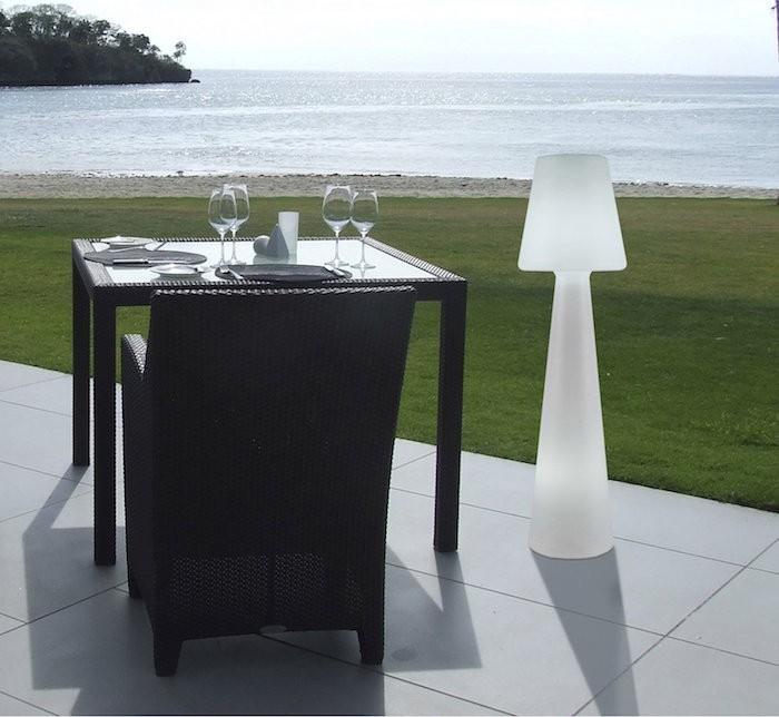 lampadaire-exterieur-design-lola-blanc-newgarden