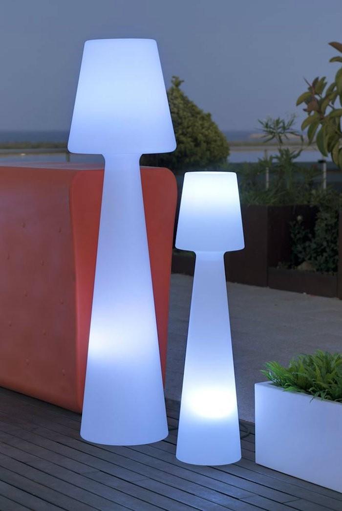 lampadaire-exterieur-design-plastique