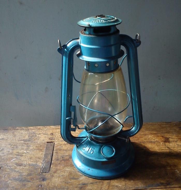 lampe-a-petrole-ancienne-eclairage-jardin