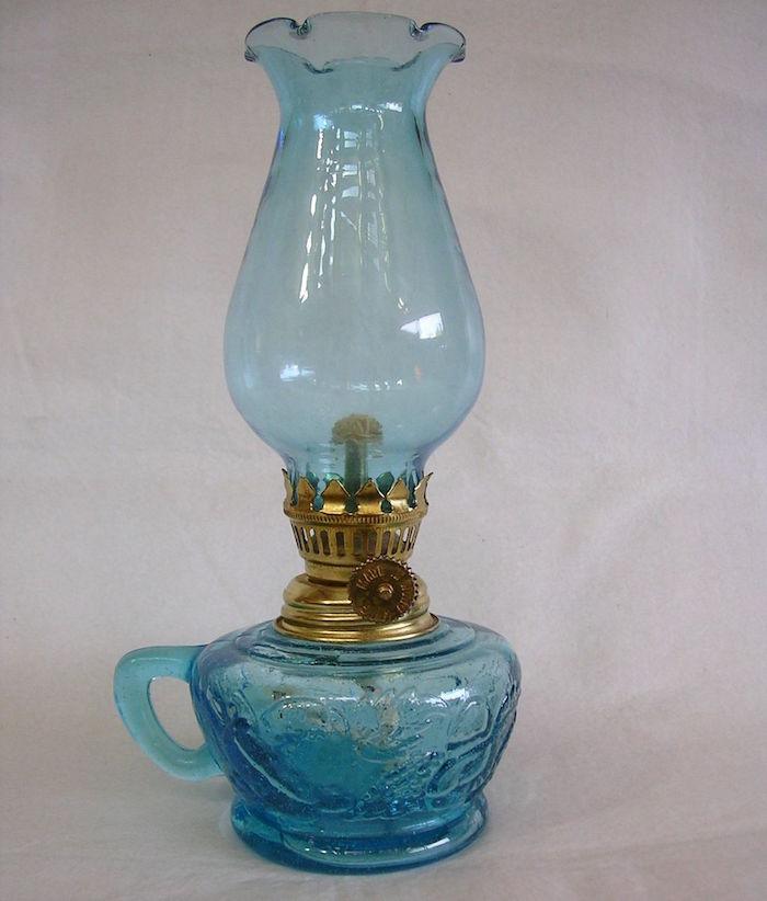 lampe-a-petrole-verre-bleu
