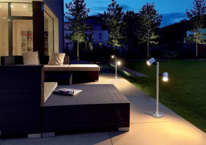 Lampadaire exterieur design 42 id es lumineuses for Lampe exterieur moderne