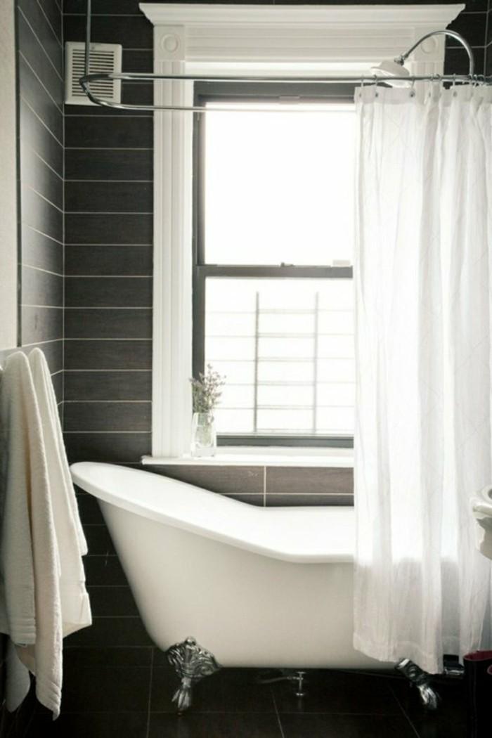 les-meilleures-idees-pour-amenager-une-salle-de-bain-4m2-baignoire-grande-fenetre-carrelage-gris