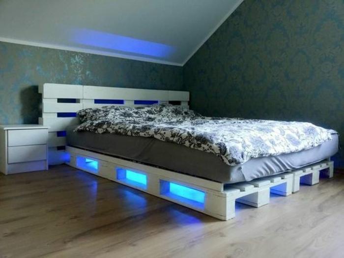Comment faire un lit en palette 52 id es ne pas manquer for Cama grand king