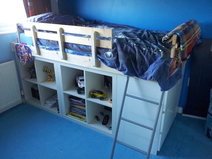 lit-enfant-avec-meuble-ikea-kallax
