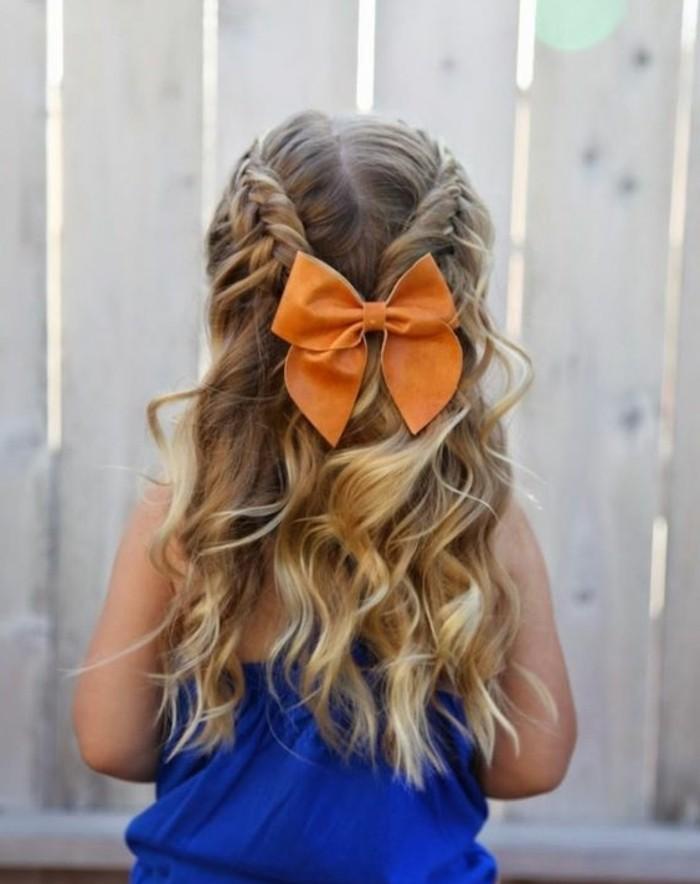 magnifique-coiffure-petite-fille-pour-votre-petite-ange-tresses-et-cheveux-legerement-ondules-noeud