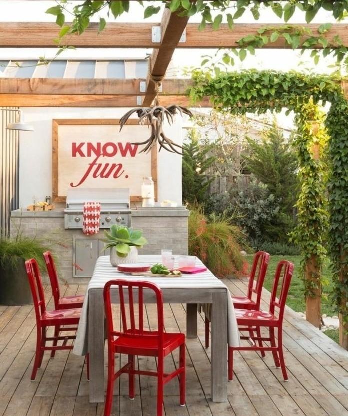 magnifique-idee-comment-construire-une-pergola-en-bois-pergola-envahie-par-la-verdure-pergola-amenagee-en-salle-a-manger-en-plein-air