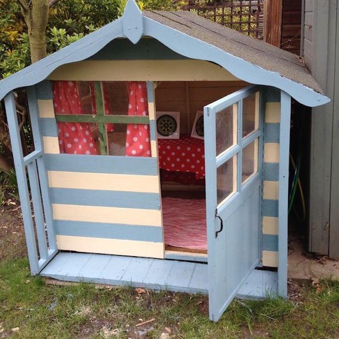 Maisonnette en bois enfant 60 jolies demeures pour les for Wendy house ideas inside