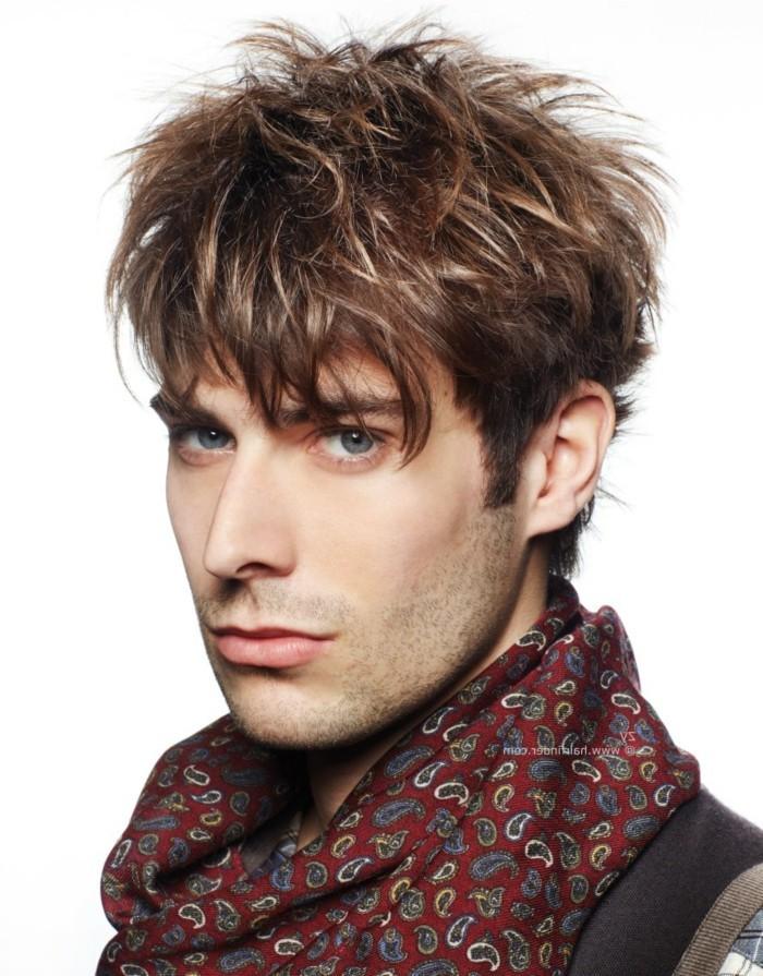 meche-blonde-homme-coiffure-homme-cheveux-épais