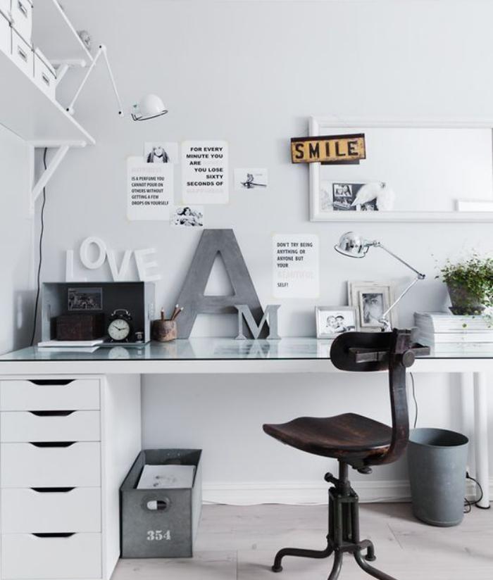 meuble-bureau-design-deco-de-bureau-en-blanc-et-gris-clair