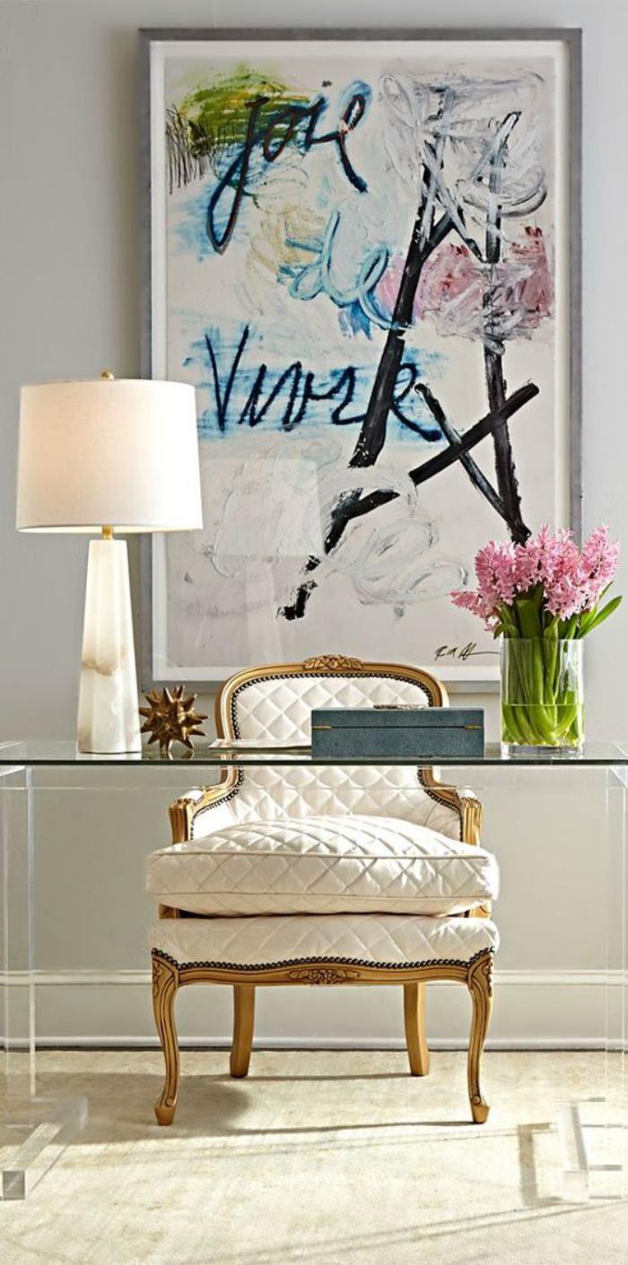 meuble-bureau-design-plateau-en-verre-et-chaise-baroque