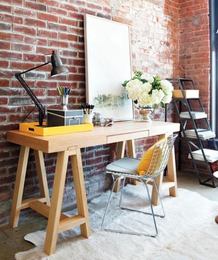 meuble-informatique-briques-lampe-bureau