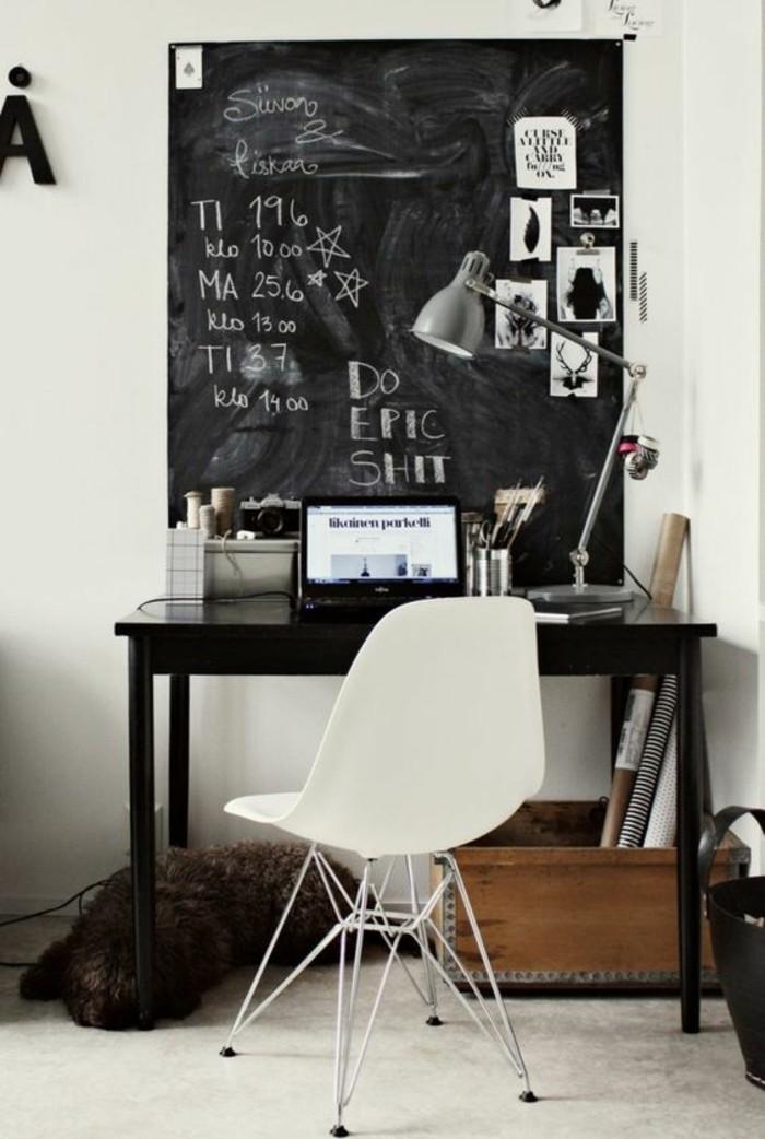 meuble-informatique-coin-blanche-murs-lampe
