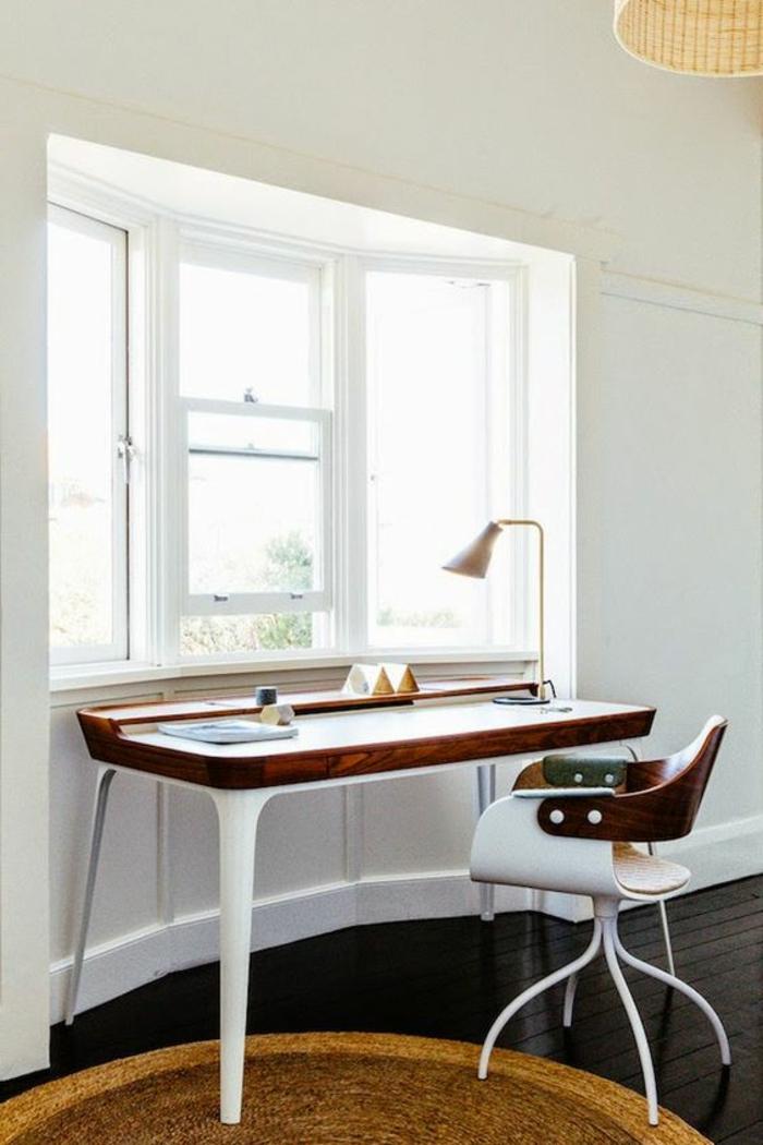 meuble-informatique-fenetre-clair-mur-blanc