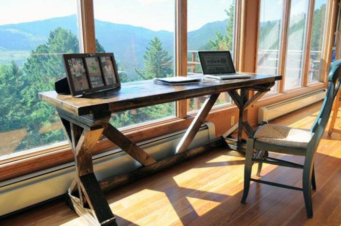 meuble-informatique-grande-fenetre-chaise-sol-en-bois
