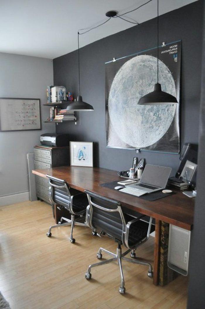 meuble-informatique-gris-et-blanc-mur-deux-chaises