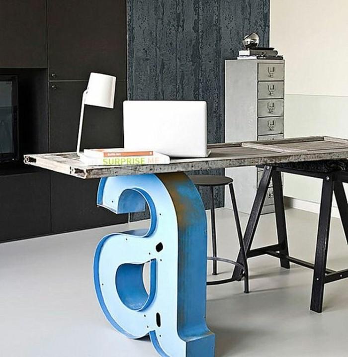 meuble-informatique-mot-lampe-laptop-deux-murs