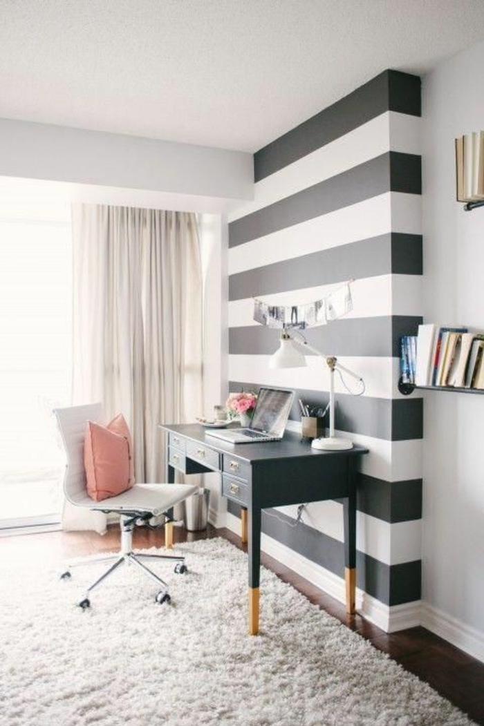 meuble-informatique-tapis-murs-blanc-noir-bureau