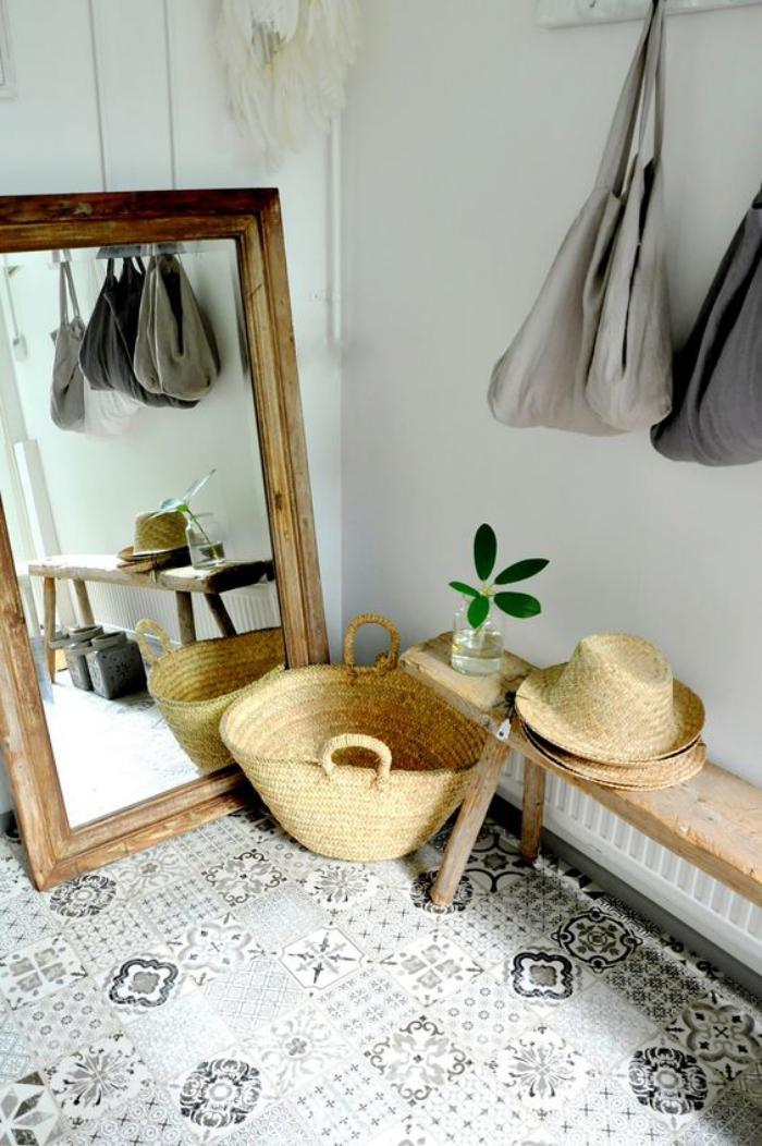 miroir-d-entree-banquette-rustique-sol-en-carreaux-de-ciment