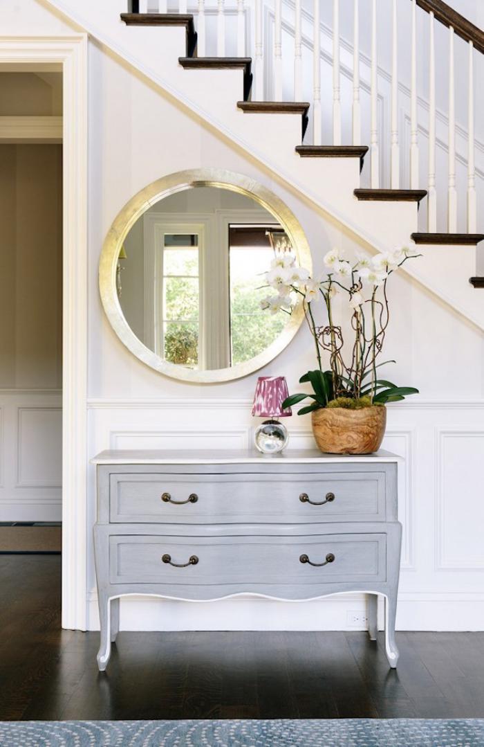 miroir-d-entree-decor-elegant-miroir-rond-et-escalier