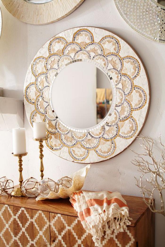miroir-d-entree-encadrement-ornemente-incruste