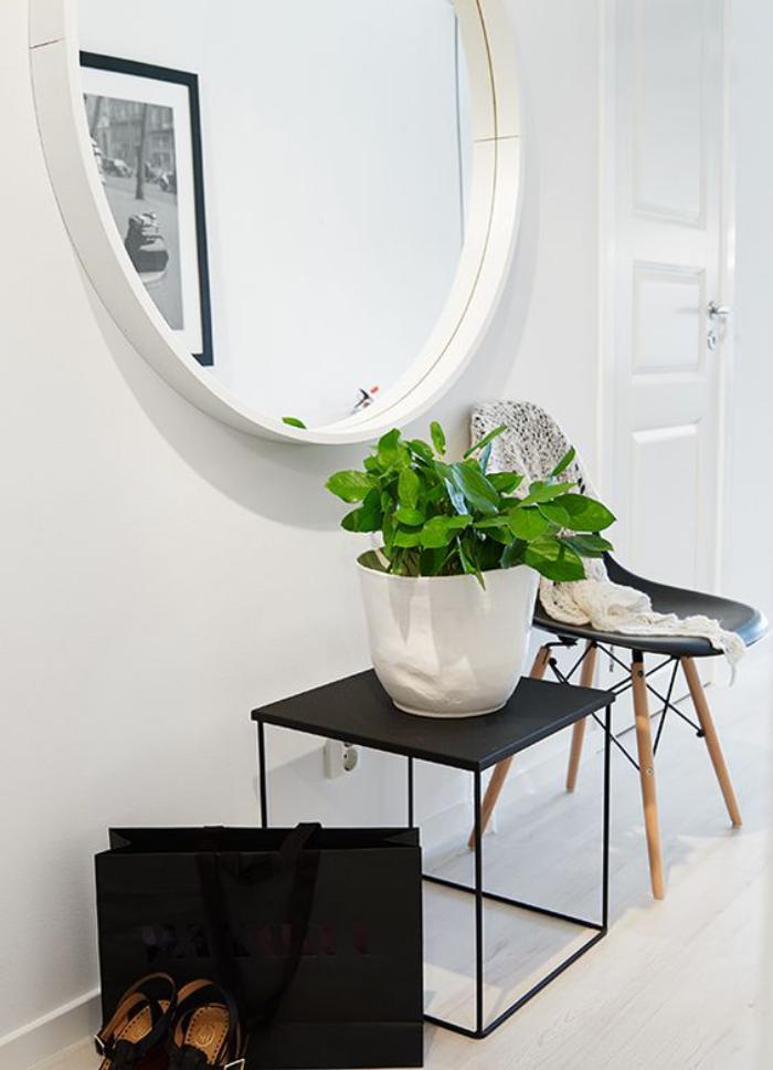 miroir-d-entree-grand-miroir-blanc-petite-tabouret-et-chaise-scandinave