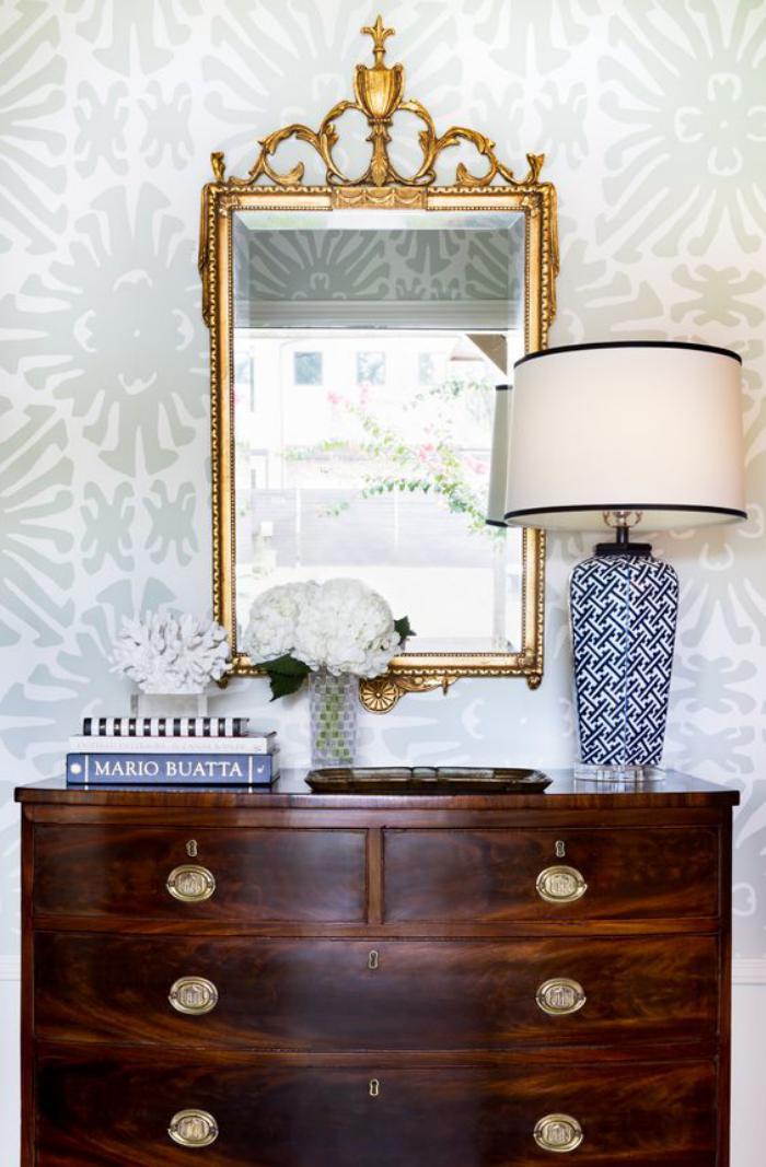 miroir-d-entree-meuble-dentree-bois-fonce-et-miroir-aux-ornements