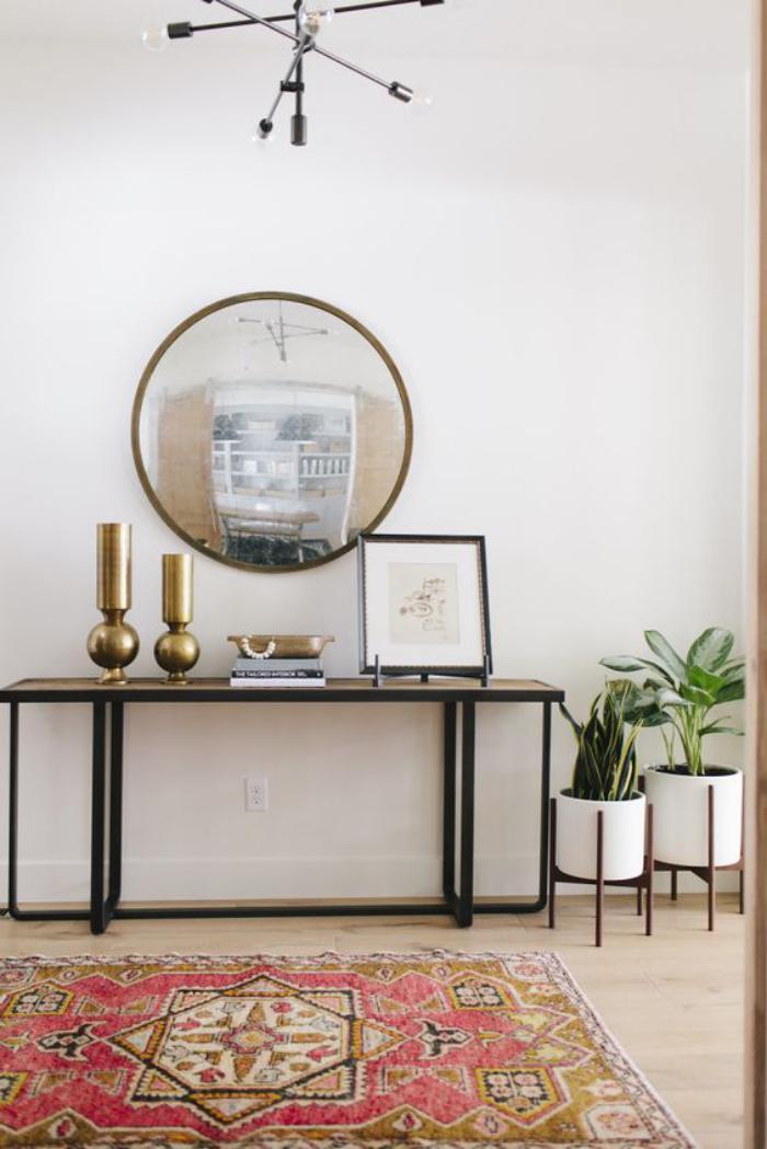 miroir-d-entree-rond-accroche-au-mur-tapis
