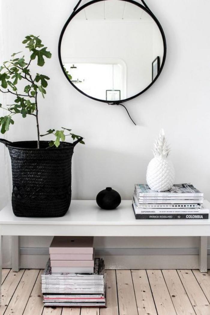 miroir-d-entree-rond-plante-verte-banquette-blanche-et-parquet