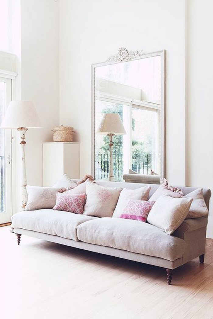 miroir-grand-format-chambre-claire-lumineuse-rose-sofa