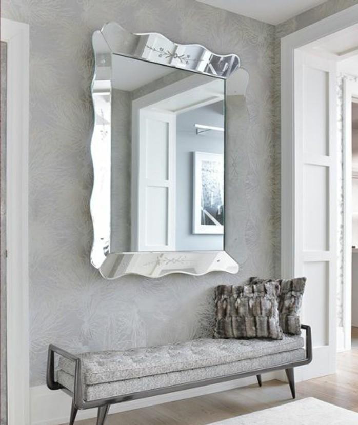 miroir-grand-format-gris-cadre-couchette-oreiller
