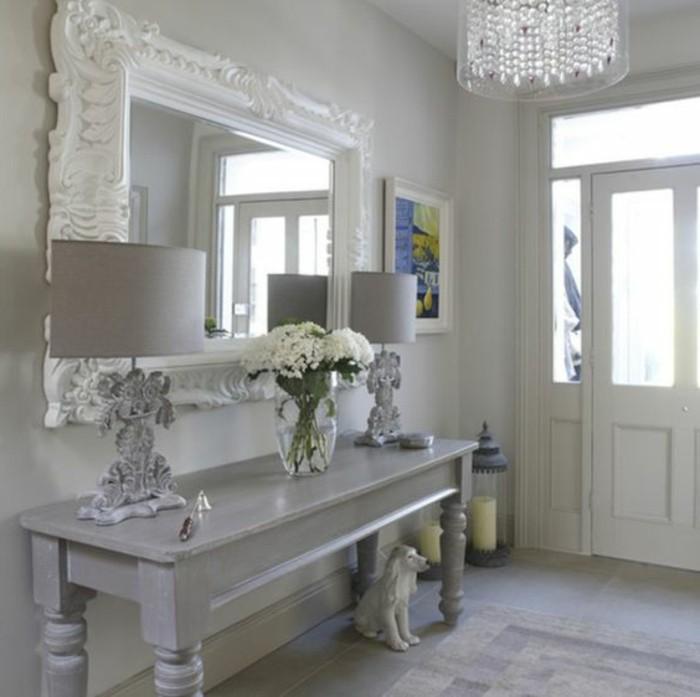 miroir-grand-format-gris-lampes-vase-fleur-moderne