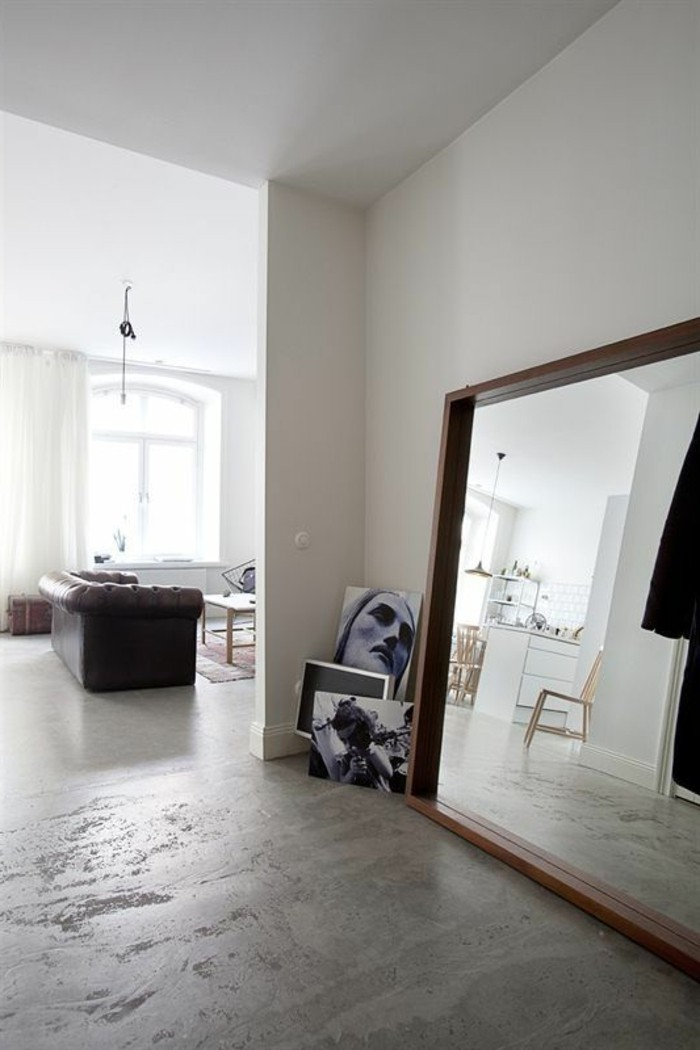miroir-grand-format-gris-simple-chic-mur-blanc
