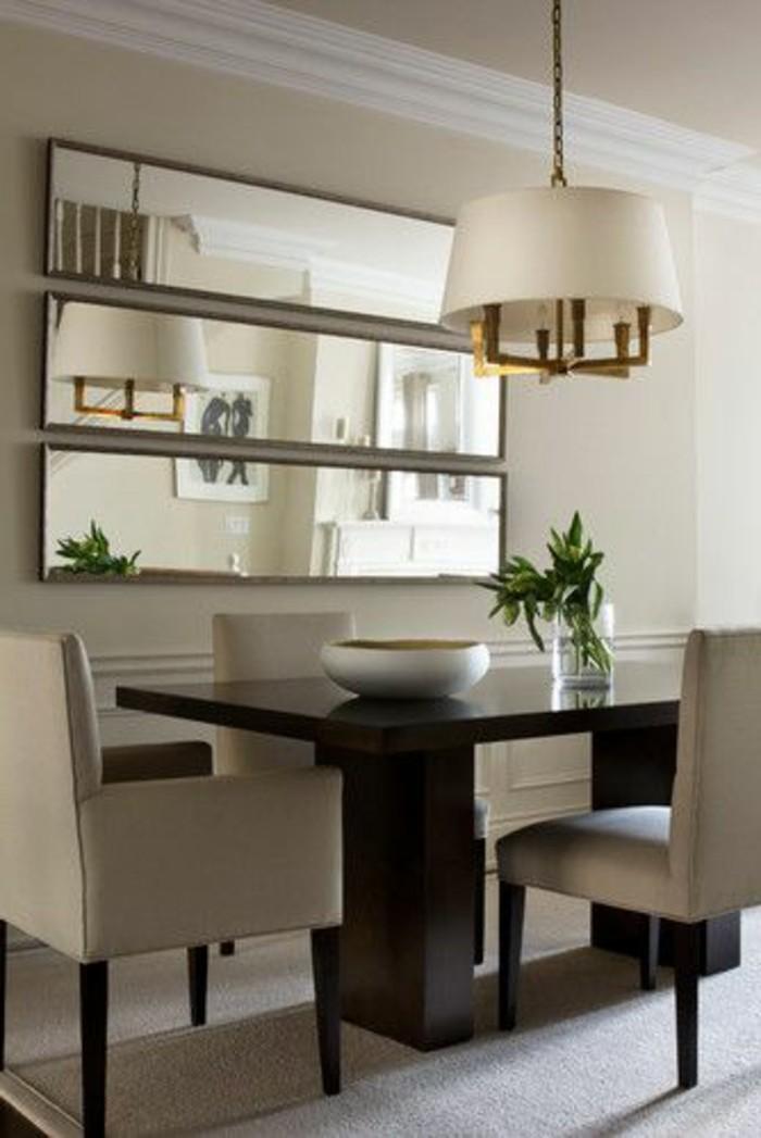 miroir-grand-format-lampe-chaise-matelassee-table