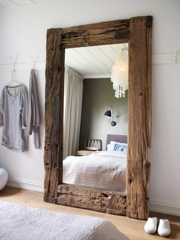 miroir-grand-format-mur-cadre-bois-simple-chambre-a-coucher