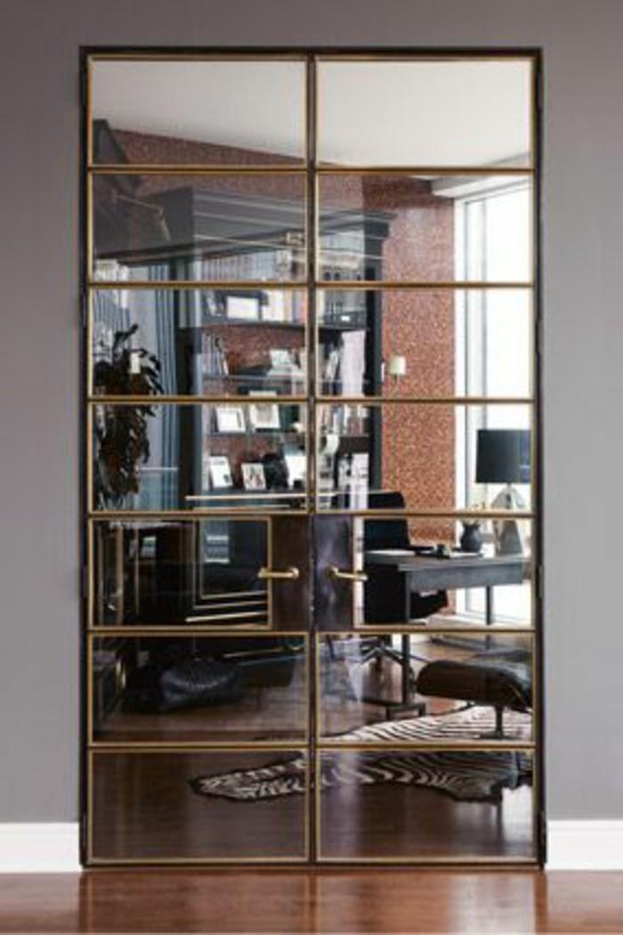 miroir-grand-format-mur-entier-gris-marron-porte
