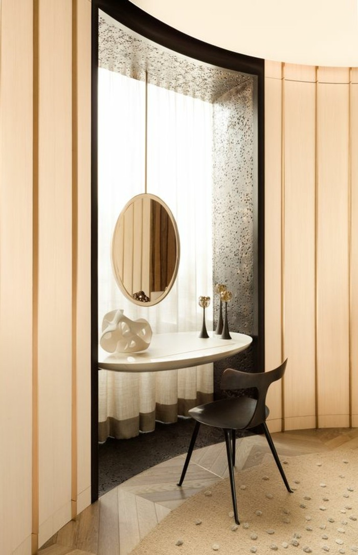 miroir-grand-format-salle-claire-rond-chaise-moderne