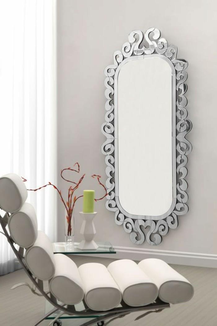 miroir-grand-format-simple-mur-fauteuil-vase-fleur