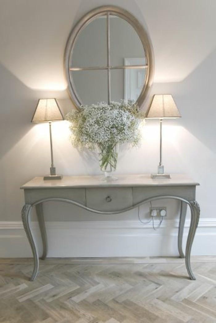 miroir-grand-format-table-lampes-fleur-vase